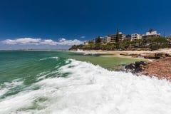 CALOUNDRA, AUS - 17 DÉCEMBRE 2016 : Jour ensoleillé chaud aux Rois Beach Calun photos stock
