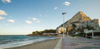 Calpe,西班牙- 2017年11月13日:沿岸航行以Calpe为目的, Ifach峭壁  免版税库存图片