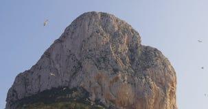 Calpe βουνό θέσεων τουριστών ημέρα ελαφρύ 4k φιλμ μικρού μήκους