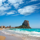 Calpe Alicante Arenal Bol strand med Penon de Ifach Arkivfoto