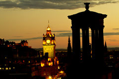 Calton-Hügel und Edinburgh-Stadt-Dämmerung Lizenzfreies Stockbild