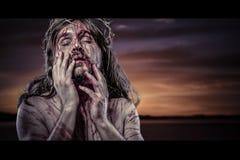 Calvário de Jesus Christ, sangramento do homem, representação de wi da paixão imagens de stock royalty free