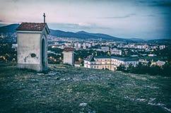 Calvário em Nitra com Zobor, Eslováquia, filtro análogo fotografia de stock royalty free