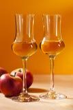 Calvados-Weinbrand lizenzfreie stockfotos
