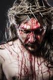 Calvaire Jésus, saignement d'homme, représentation de passion photos libres de droits