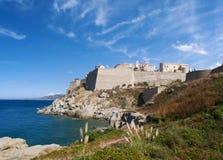Calvi, citadela, praia, paredes antigas, porto, skyline, Córsega, Corse, França, Europa, ilha Foto de Stock Royalty Free