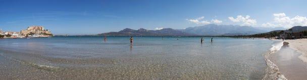 Calvi, ciudadela, playa, paredes antiguas, puerto deportivo, veleros, horizonte, Córcega, Corse, Francia, Europa, isla Fotografía de archivo