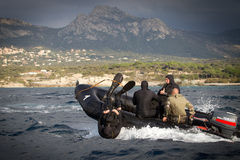 Calvi Korsika - September 13, 2011 En grupp av legionär-amfibier som fördjupas i vatten Royaltyfria Bilder