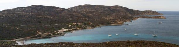 Calvi, Revellata latarnia morska, plaża, Pointe De Los Angeles Revellata, linia horyzontu, Corsica, Haute Corse, Francja, Europa, Fotografia Royalty Free