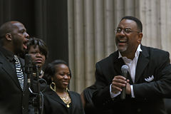 Calvin Bridges and the Chicago Praise. Calvin Bridges opens the ceremony for the 2010 Chicago Cares volunteer day Royalty Free Stock Photos