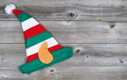 Calza di Elf di Natale sul legno rustico Fotografie Stock