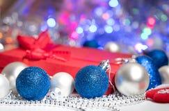 Calza e giocattoli della decorazione delle palle di Natale Immagini Stock Libere da Diritti