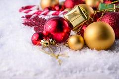 Calza e giocattoli della decorazione di Natale Immagini Stock