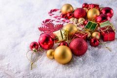 Calza e giocattoli della decorazione di Natale Immagini Stock Libere da Diritti