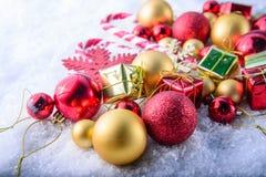 Calza e giocattoli della decorazione di Natale Fotografie Stock Libere da Diritti