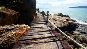 Calzada al lado del mar, vista que ve manera Imagen de archivo libre de regalías