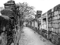 Calzada blanco y negro Tailandia antigua Fotos de archivo libres de regalías