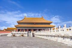 Calzada con la barandilla adornada al pabellón, museo del palacio, Pekín, China Imágenes de archivo libres de regalías