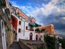 Calzada de Atrani, costa Italia de Amalfi Foto de archivo libre de regalías