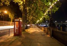 Calzada de la noche de Londres Imagen de archivo