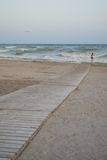 Calzada de madera al mar Fotografía de archivo libre de regalías