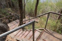 calzada del metal a ir arriba y abajo de la colina Imagen de archivo libre de regalías
