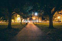 Calzada en el círculo de Du Pont en la noche, en Washington, DC Foto de archivo