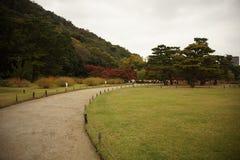 Calzada en el jardín japonés Fotos de archivo