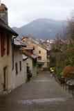 Calzada en la ciudad de Annecy Fotos de archivo