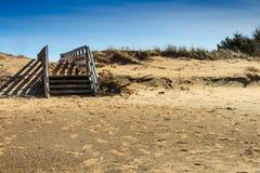 Calzada enterrada en arena Foto de archivo