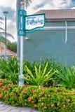 Calzada a la muestra de la información de Philipsburg Sint Maarten a lo largo del camino del ladrillo foto de archivo