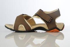Calzado de la sandalia del ` s de los hombres en el fondo blanco Imagen de archivo libre de regalías