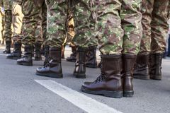 Calzature dell'uniforme militare della Romania dei soldati Truppe rumene fotografia stock libera da diritti