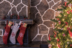 Calze ed albero di Natale Immagine Stock Libera da Diritti