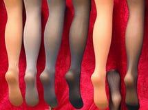 Calze femminili sulle gambe del manichino fotografia stock libera da diritti