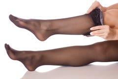 Calze nere dei piedini femminili Immagine Stock Libera da Diritti