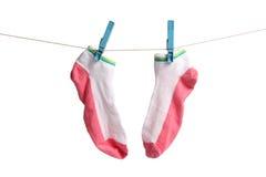 Calzini di secchezza sul clothesline immagini stock libere da diritti