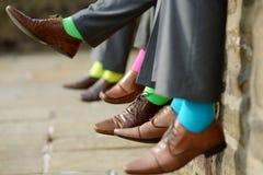 Calzini variopinti dei groomsmen Fotografia Stock