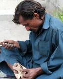 Calzolaio nel Pakistan Fotografia Stock