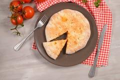 Calzone пиццы на деревянной предпосылке Стоковые Изображения