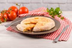 Calzone пиццы на деревянной предпосылке Стоковые Фото