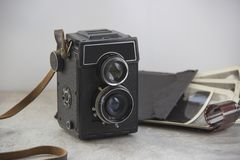 Caméra de cru sur la table photos stock
