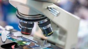 Caméra de microscope de Digital avec la plaque en verre images stock