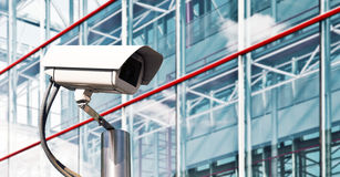 Caméra de sécurité dans un bureau moderne Images stock