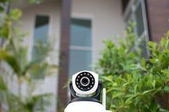 Caméra de sécurité de télévision en circuit fermé fonctionnant dans la maison Photo stock