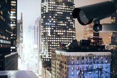 Caméra de sécurité noire sur le fond de ville illustration libre de droits