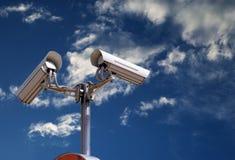 Caméra de sécurité sur le ciel photos libres de droits