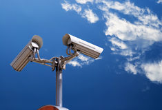 Caméra de sécurité sur le ciel Photo libre de droits