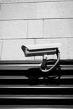 Caméra de sécurité sur le mur Images libres de droits