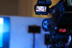 Caméra de télévision à une conférence image stock